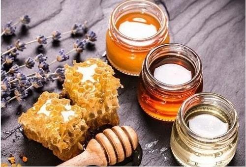 dưỡng môi bằng mật ong